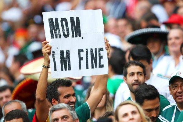 Знаменитый турист из Мексики успокоил маму с помощью плаката