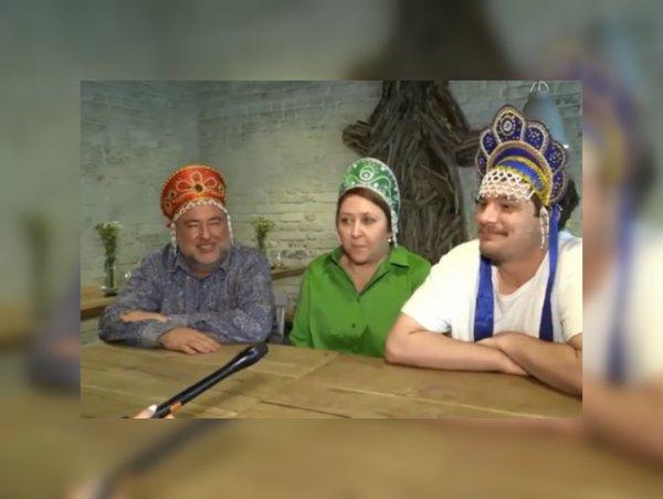 Весомый вклад в победу сборной: Жующая троица в кокошниках с матча Испания-Россия пообещала похудеть